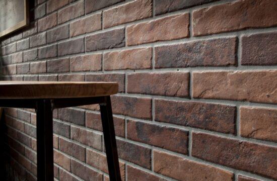 Oryginalny pomysł na wykończenie ścian – płytki imitujące cegłę