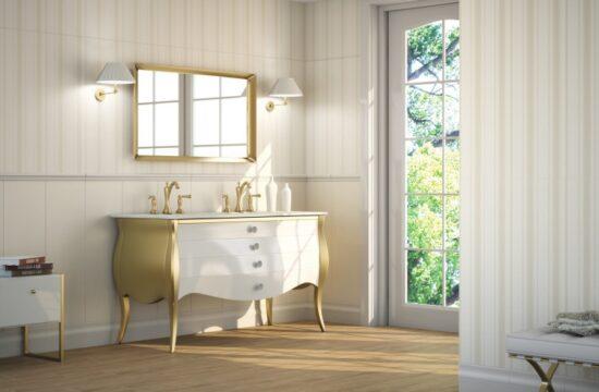 Aranżacja łazienki w stylu maksymalizmu – marmur, złoto i drewno